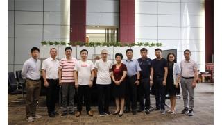 湖北省沙市区委书记刘辉萍莅临中亚洽谈合作